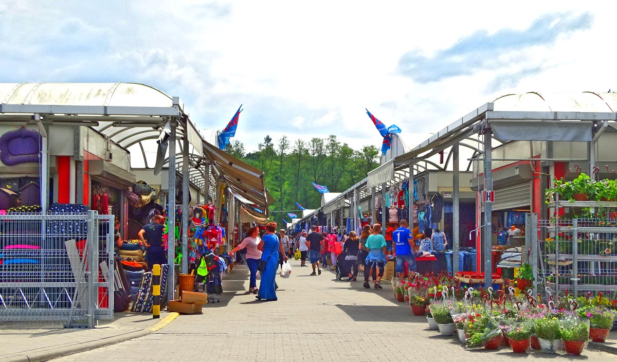 Sommer-Shopping auf dem Basar